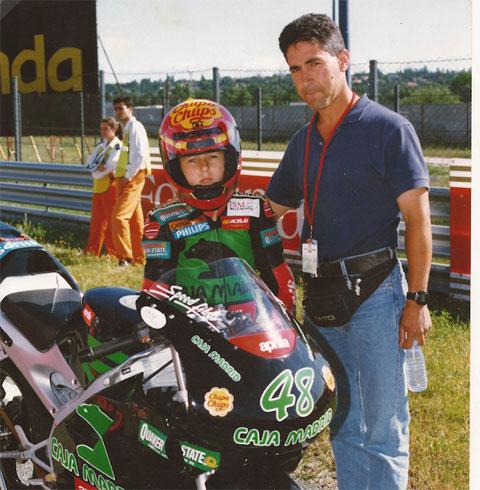 Lorenzo được bố hướng theo nghiệp đua xe từ hồi còn bé tí
