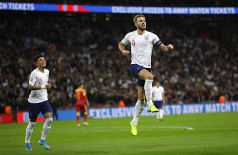 Harry Kane ăn mừng bàn thắng