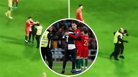 Ronaldo tặng fan cuồng món quà đặc biệt ngay trên sân