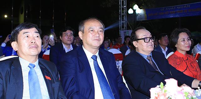 Ông Vương Bích Thắng (thứ 2 từ trái sang) - Tổng cục trưởng Tổng cục TDTT đến chung vui với các VĐV
