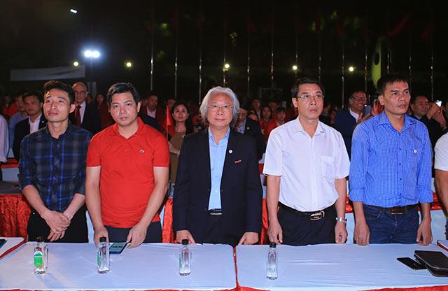 Ông Nguyễn Văn Phú - Tổng biên tập báo Bóng đá (chính giữa) tham dự ngày quan trọng của Đoàn Thể thao Việt Nam
