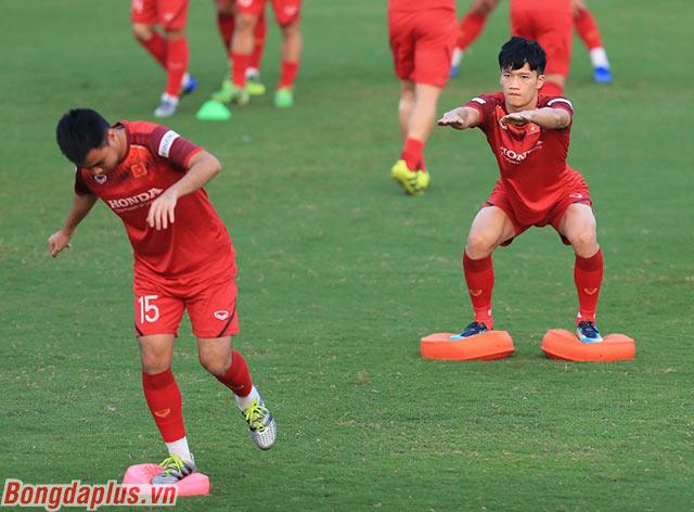 Các cầu thủ Việt Nam tập luyện nghiêm túc. Trận đấu với Thái Lan sẽ mang tính quyết định xem Việt Nam có thể đi tiếp hay không