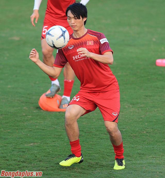 Tiền vệ Nguyễn Tuấn Anh, người chơi nổi bật ở trận đấu với UAE tập trung tập luyện