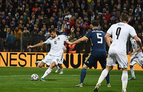 Acerbi có bàn đầu tiên cho ĐT Italia