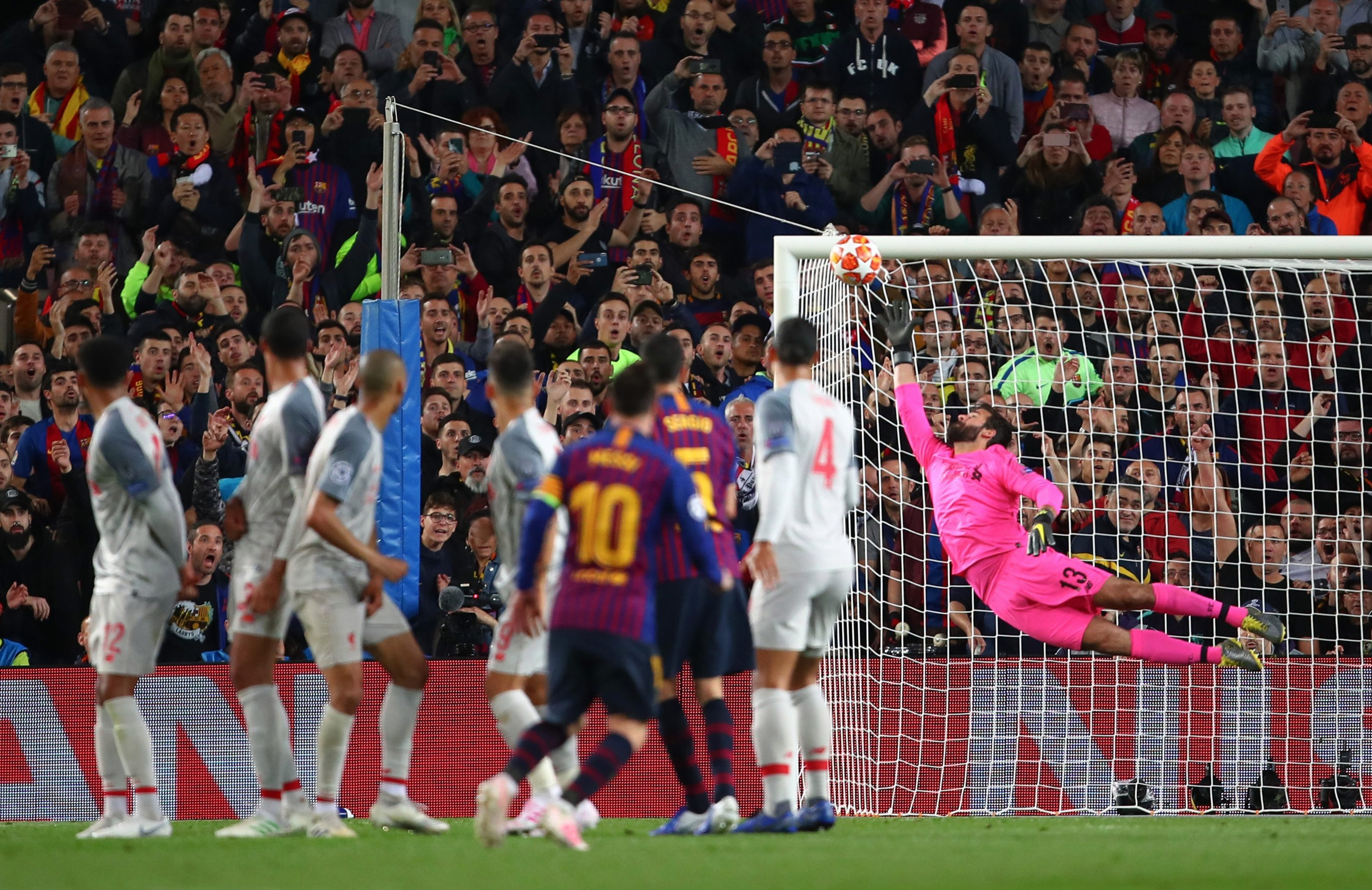Con đường biến Messi, Ramos thành vua dàn xếp đá phạt