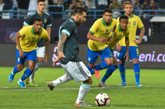 Messi ghi bàn duy nhất trên chấm phạt đền