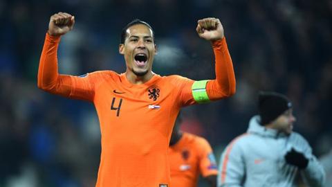 Van Dijk rút lui khỏi ĐT Hà Lan, Liverpool đứng ngồi không yên
