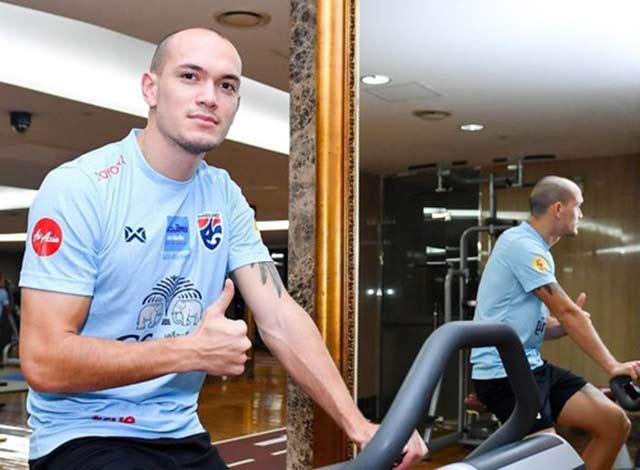 Chiều ngày 16/11, đội tuyển Thái Lan có mặt ở Việt Nam để chuẩn bị cho trận đấu gặp Việt Nam tại vòng loại World Cup 2022. HLV Akira Nishino đã quyết định hủy buổi tập ở Trung tâm Viettel ngay sau khi đặt chân tới Hà Nội.