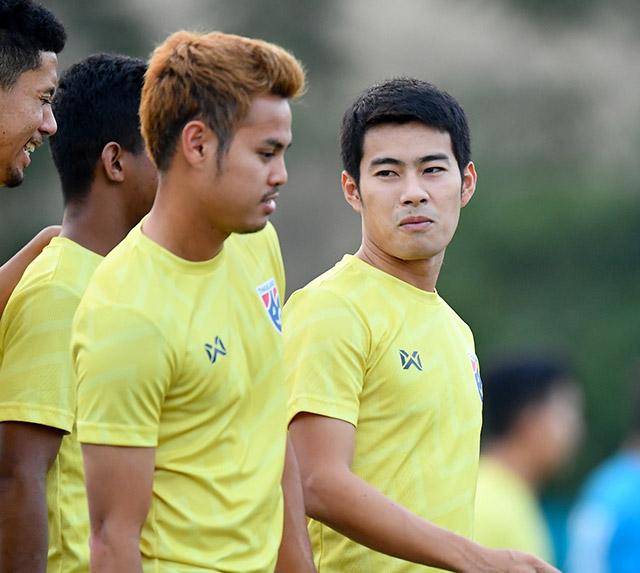 Bộ đôi Sarach Yooyen và Theerathon Bunmathan hứa hẹn sẽ là những cái tên nguy hiểm bên phía Thái Lan.