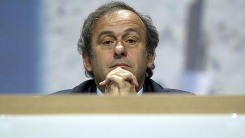 Cựu chủ tịch UEFA gọi VAR là... đống phân