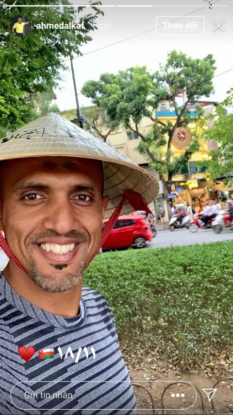 Trọng tài Al-Kaf đội nón lá thăm quan phố phường Hà Nội