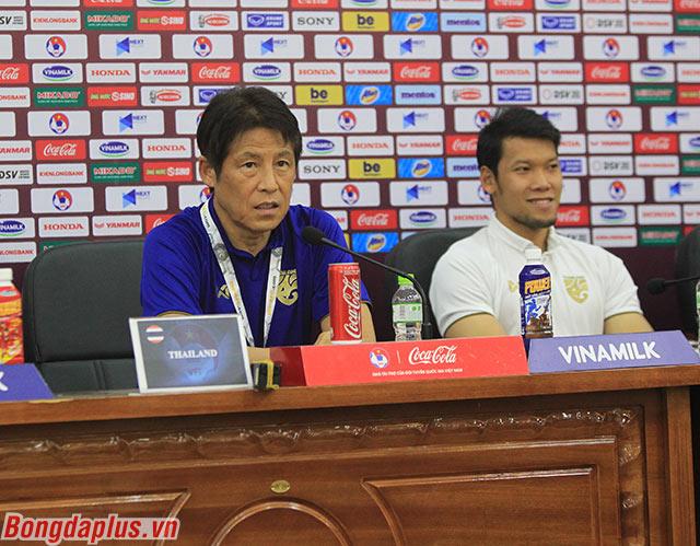 HLV Nishino thừa nhận áp lực trước Việt Nam - Ảnh: Phan Tùng