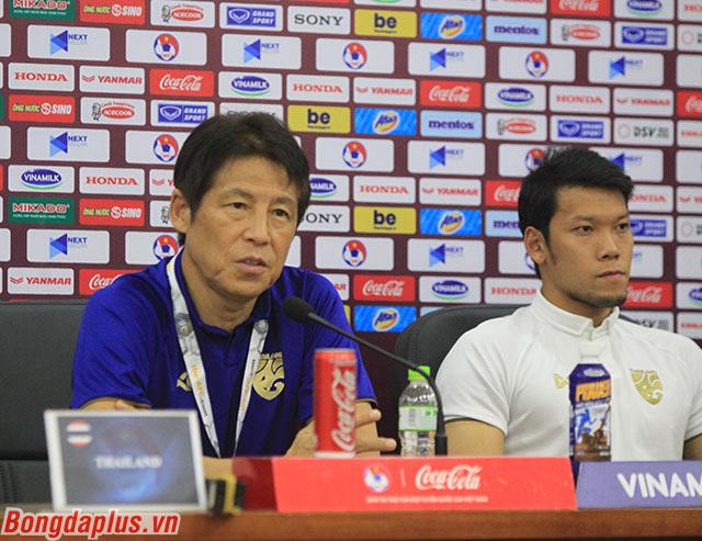 HLV Nishino thán phục lối chơi của Việt Nam - Ảnh: Phan Tùng