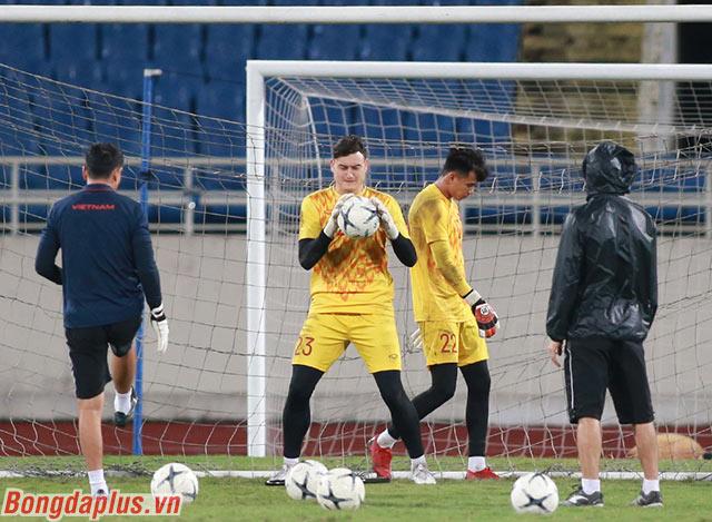 Thủ môn Đặng Văn Lâm sẽ đối đầu với những cầu thủ từng gặp ở Thai League