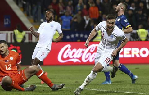 Winks mở đầu cho bữa tiệc bàn thắng của Anh