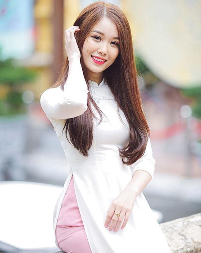 Trang Nhung - bạn gái tiền đạo Nguyễn Văn Toàn