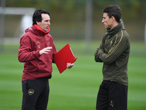 Emery đánh giá Koscielny không đúng mức nhưng lại sử dụng anh quá mức