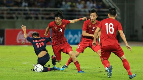 Tuấn Anh (áo 14) và các đồng đội quyết tâm hướng đến chiến thắng