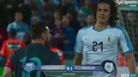 Messi và Cavani đấu khẩu với nhau trên sân