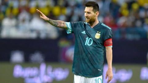 Messi cán mốc 70 bàn, vượt trội Ronaldo ở các trận đấu lớn