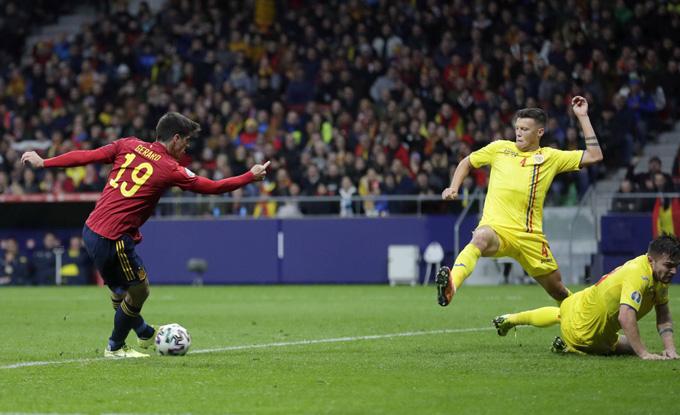 Gerard Moreno lập cú đúp vào lưới Romania