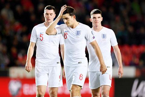 Keane (số 5) và Maguire vẫn chưa mang lại sự tin tưởng ở vị trí trung vệ