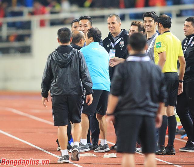 """""""Ông ta đã cười mỉa tôi khi tôi chỉ đạo trên sân"""", HLV Park Hang Seo nói"""