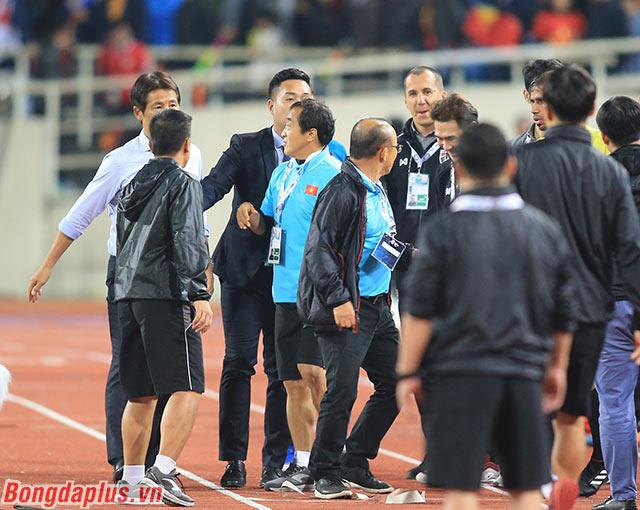 """Ông Park giận dữ: """"Nếu thích chiến đấu thì tôi sẵn sàng"""""""