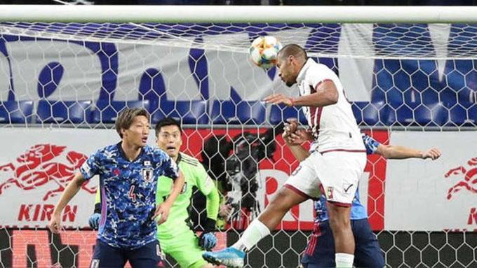 Rondon đã có 1 ngày thi đấu ấn tượng trước Nhật Bản