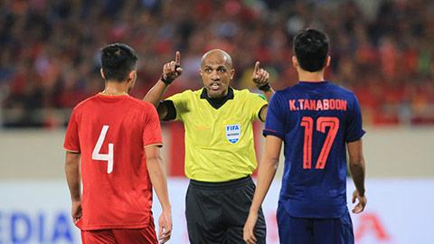 Cựu trọng tài Ngoại hạng Anh công nhận Việt Nam mất oan bàn thắng