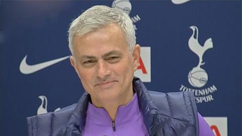 HLV Mourinho gọi mình là 'người khiêm tốn' trong cuộc họp báo ra mắt Tottenham