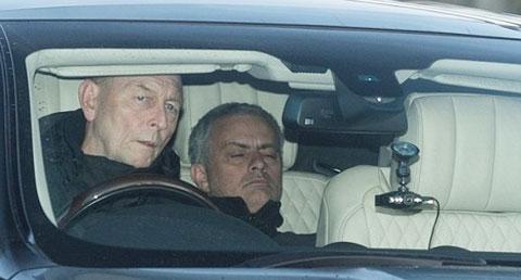 Mourinho thuê tài xế riêng cho lành