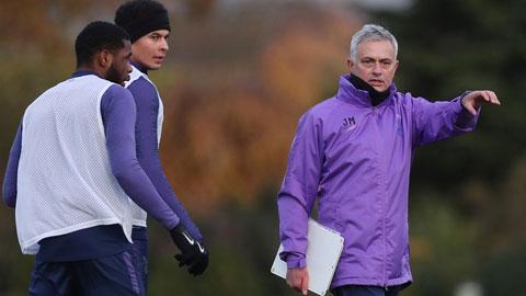 Mourinho thăng hoa với Tottenham, tại sao không?