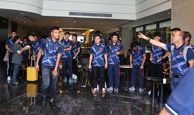 Toàn đội tỏ ra hào hứng khi đặt chân đến đất nước đăng cai SEA Games 30. Ảnh: Lê Đình