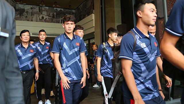 Cuộc hành trình của U22 Việt Nam chính thức bắt đầu. Đứng sau lưng họ là hàng triệu người hâm mô đang chờ khúc ca khải hoàn của thầy trò HLV Park Hang Seo. Ảnh: Lê Đình