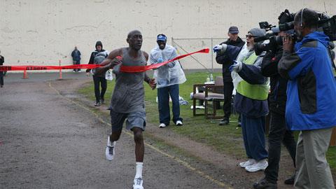 Tù nhân Markelle Taylor về đích trong cuộc thi điền kinh ở  nhà tù San Quentin