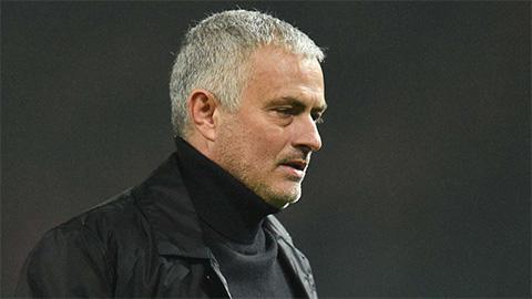 Bị chê chỉ biết 'đốt tiền' của M.U, HLV Mourinho lập tức phản pháo