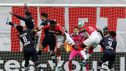 Từ người hùng, Slimani thành tội đồ khiến Monaco thua ngược Bordeaux