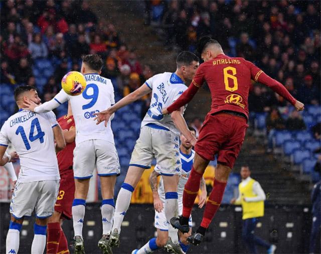 Đại thắng Brescia, Roma vào top 4 BXH Serie A