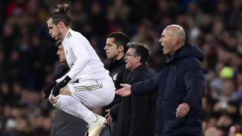Fan cực lực la ó nhưng Zidane lại bảo vệ Bale