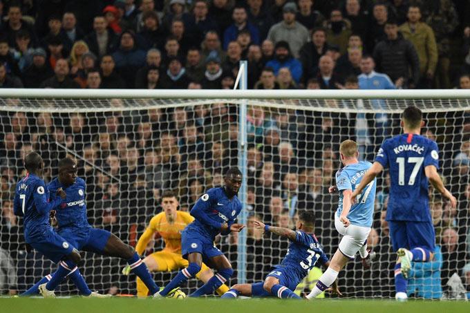 Man City đã giành chiến thắng nhờ 1 bàn thắng may mắn của De Bruyne...