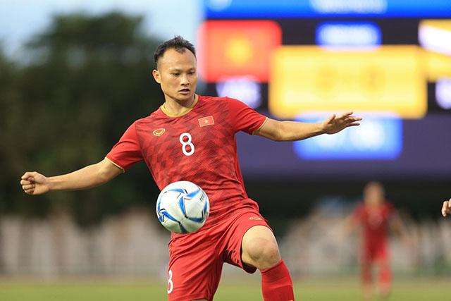 Trọng Hoàng giúp cho hàng công U22 Việt Nam chơi tốt hơn ở hiệp 2. Ảnh: Đức Cường