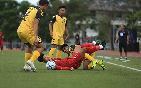 Đức Chinh chơi đầy lăn xả trong những phút xuất hiện trên sân - Ảnh: Đức Cường