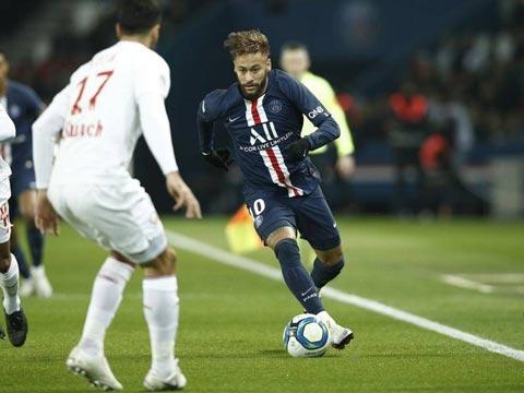 Neymar đã có màn trình diễn tệ hại trước Lille nên bị thay ra sớm