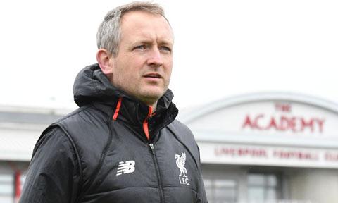 Neil Critchley, HLV đội U23, sẽ chỉ đạo Liverpool ở trận tứ kết League Cup