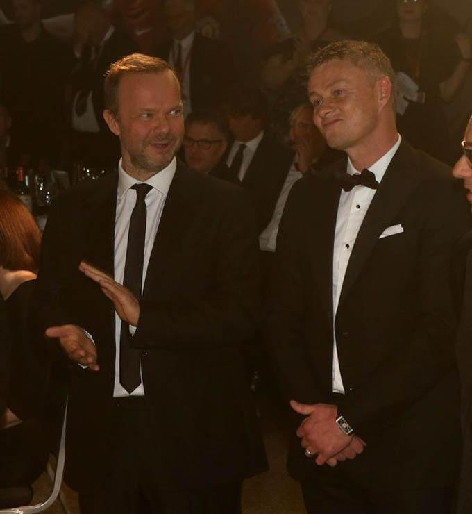 Đây là buổi gala dinner thường niên được tổ chức với sự hỗ trợ của quỹ Manchester United Foundation và Unicef. Những cái tên đáng chú ý của M.U xuất hiện trong bữa tiệc gồm có phó chủ tịch Ed Woodward, HLV Ole Gunnar Solskjaer cùng các cầu thủ trong đội bóng.