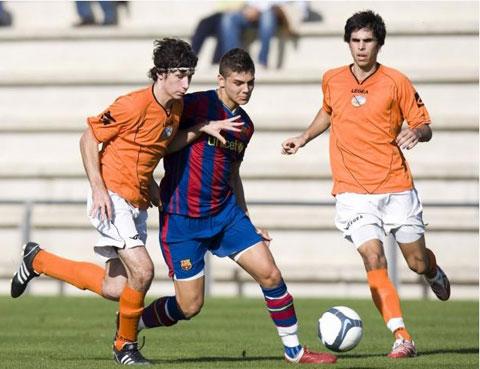 Icardi (giữa) trong màu áo U15 Barcelona
