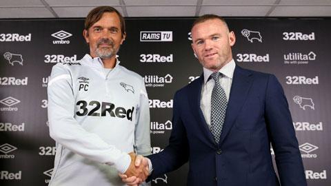Rooney vừa làm cầu thủ vừa làm  trợ lý cho HLV Cocu