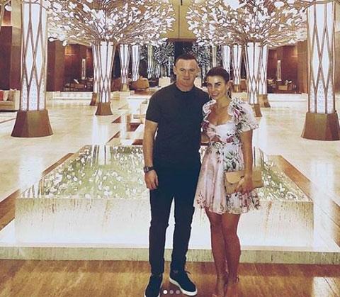 Rooney vừa đi nghỉ ở Dubai cùng bà xã Coleen