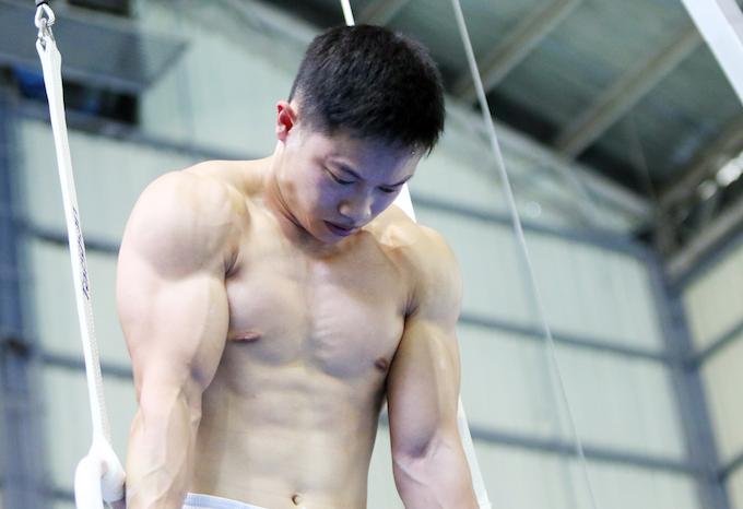 Cơ bắp cuồn cuộn của Đặng Nam khiến bao người bối rối